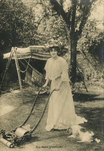 Musical comedy star Marie Studholme, 1903. Photo courtesy of The Garden Museum/London.